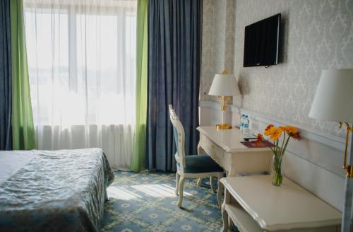 A bed or beds in a room at Royal Olympic Hotel