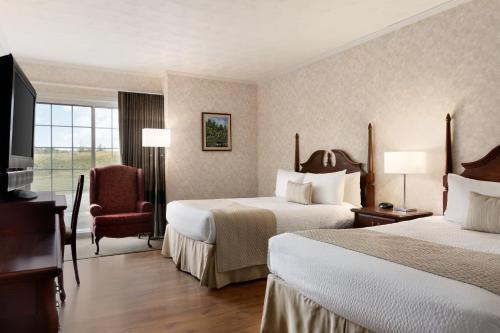 Кровать или кровати в номере Days Inn by Wyndham Edmundston