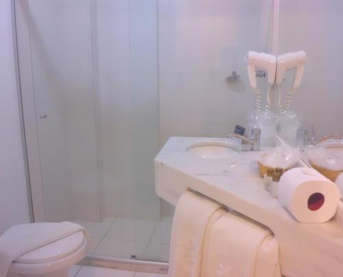 A bathroom at Rede Andrade Barra