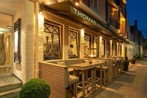 Ein Restaurant oder anderes Speiselokal in der Unterkunft Thomas Hotel Spa & Lifestyle