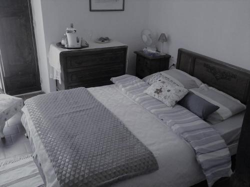 A bed or beds in a room at Maison De L'Orb