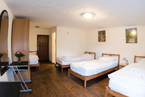 A bed or beds in a room at Bauer Schmidt Weilerbach