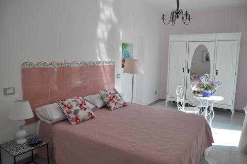 A bed or beds in a room at SALERNO COSTA D'AMALFI SUITE