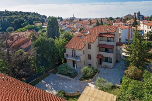 A bird's-eye view of Apartments Paulino