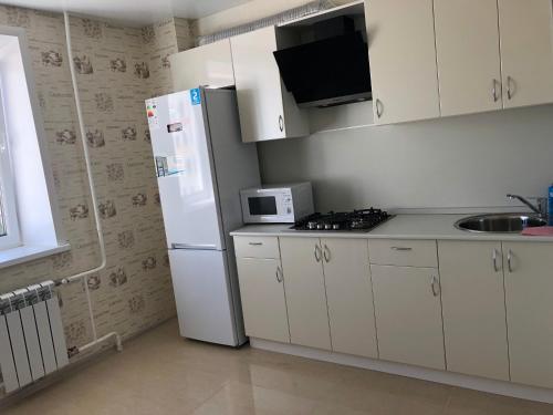 Кухня или мини-кухня в Апартаменты на Фрунзе 24