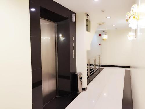A kitchen or kitchenette at De Best Hotel
