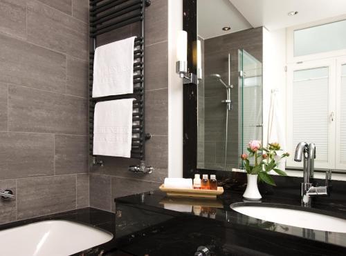 Ein Badezimmer in der Unterkunft Steigenberger Inselhotel