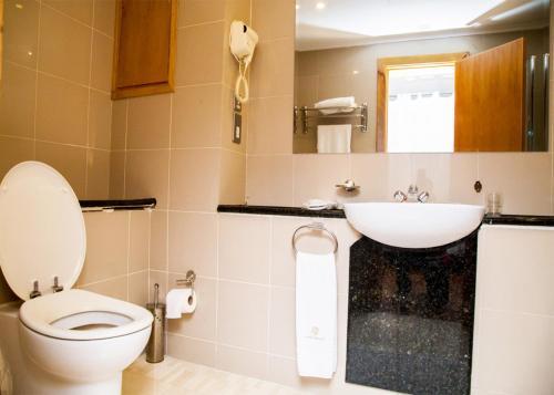 A bathroom at Hotel Bon Voyage