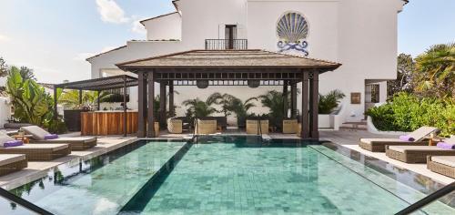 Het zwembad bij of vlak bij Nobu Hotel Marbella