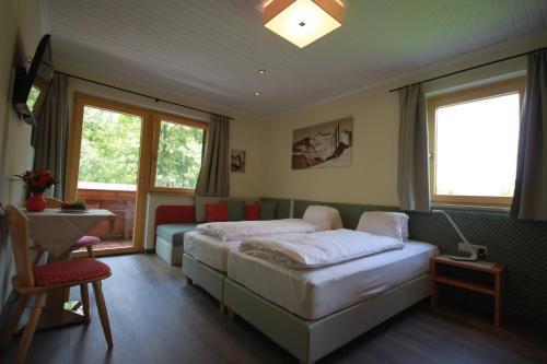Postel nebo postele na pokoji v ubytování Haus Alexander