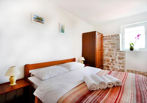 A bed or beds in a room at Old Town Vrsar, apartments Danica & Zoran