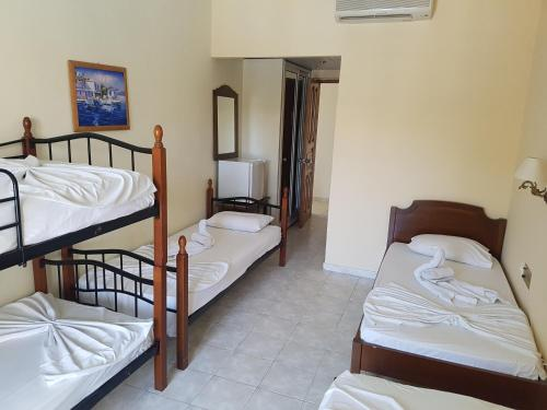 Кровать или кровати в номере Aphrodite Hotel