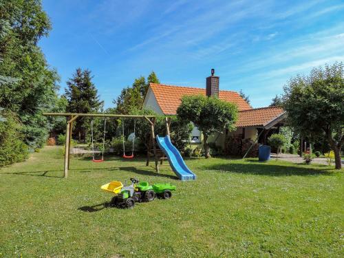 Ein Kinderspielbereich in der Unterkunft Ferienhaus Baldamus in Blankenburg