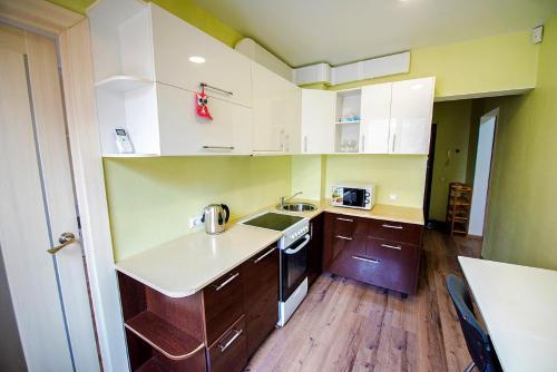 Кухня или мини-кухня в Okeanskiy, 136