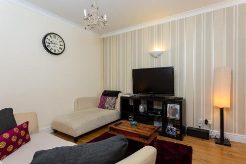 Télévision ou salle de divertissement dans l'établissement Flat Near Liverpool Street With 2 Bedrooms