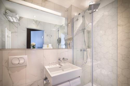 A bathroom at Imperial Valamar Collection Hotel