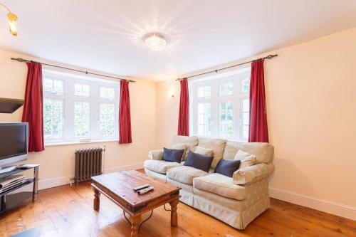 A seating area at NEW Cosy 2 Bedroom Detached House West Finchley