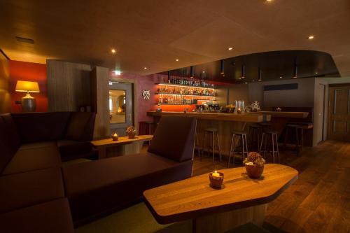 The lounge or bar area at Wohlfühlhotel Hubertushof