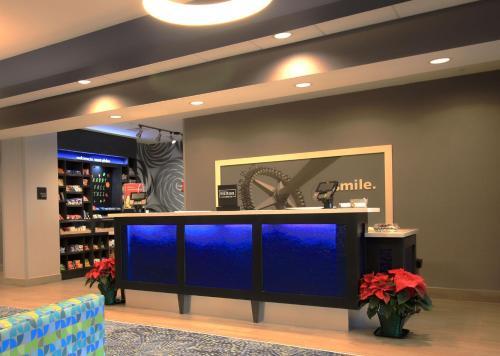 The lobby or reception area at Hampton Inn West Plains