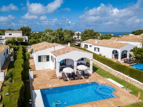 Vista sulla piscina di Villas Finesse o su una piscina nei dintorni