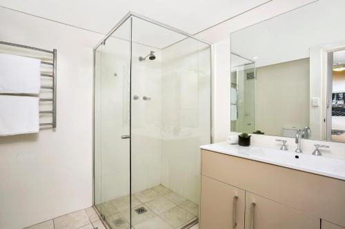 A bathroom at Two Bedroom Apartment Broughton Road(ART04)