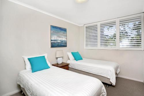A bed or beds in a room at Two Bedroom Apartment Broughton Road(ART04)