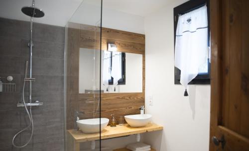 A bathroom at Le Passe Montagne