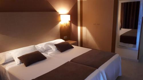 A bed or beds in a room at Rosabel