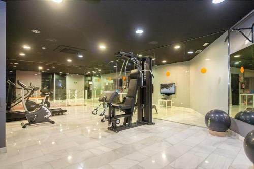 The fitness center and/or fitness facilities at Barna House Hotel