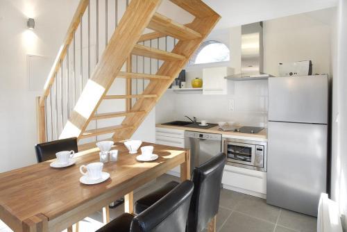A kitchen or kitchenette at Gîtes Louis de Vauclerc