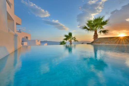 Der Swimmingpool an oder in der Nähe von Anax Resort and Spa