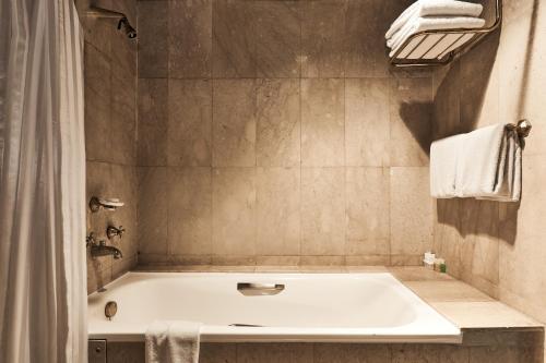 A bathroom at Safari Park Hotel