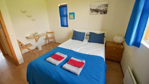Кровать или кровати в номере Dynjandi Farm Holidays
