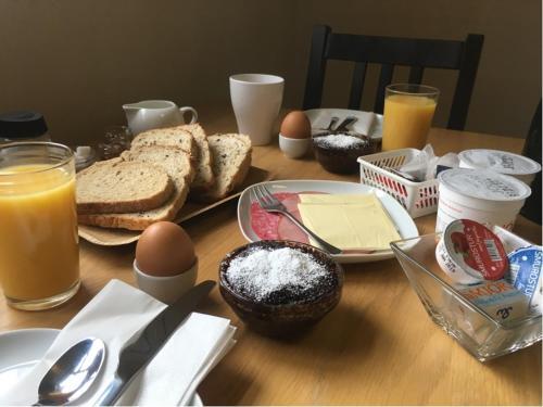 Завтрак для гостей Dynjandi Farm Holidays