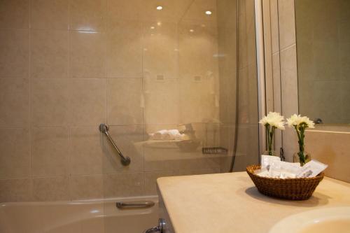Uma casa de banho em Hotel Lusitano