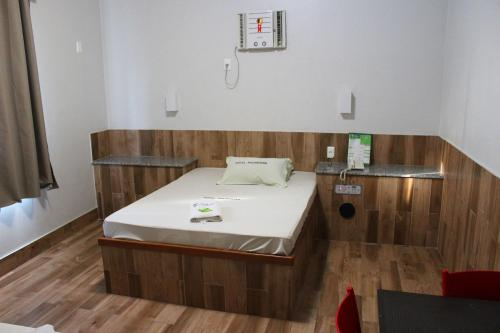 A bed or beds in a room at Hotel Palmeiras Ltda