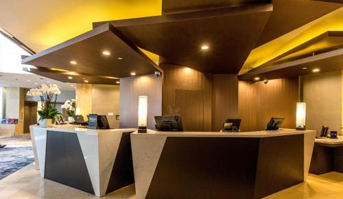 הלובי או אזור הקבלה ב-Hilton Los Angeles-Universal City