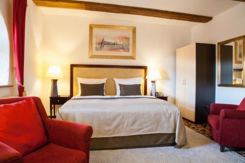 Ein Bett oder Betten in einem Zimmer der Unterkunft Burghotel Bad Belzig