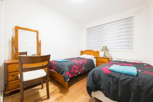 A bed or beds in a room at Rent Melbourne