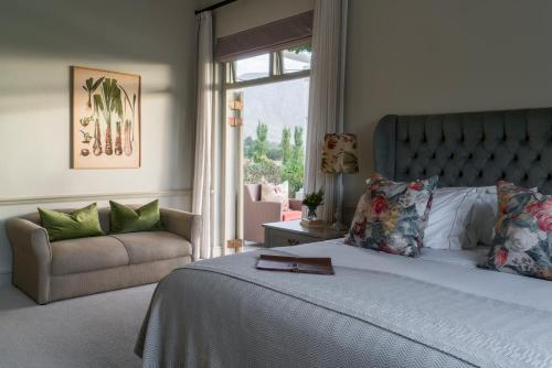A bed or beds in a room at Cape Vue Country House