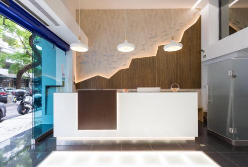 De lobby of receptie bij Hotel Capital