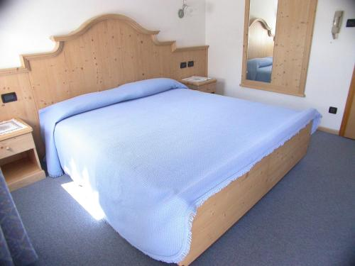 A bed or beds in a room at Garnì Aurora Bed and Breakfast