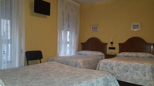 Cama o camas de una habitación en Hostal Guzmán El Bueno