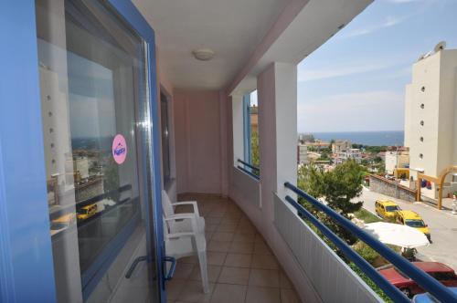 En balkon eller terrasse på Happy Apart Hotel