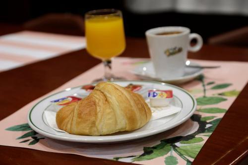 Colazione disponibile per gli ospiti di Basic Hotel Puerta de Sevilla