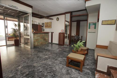 The lobby or reception area at Evans Hotel