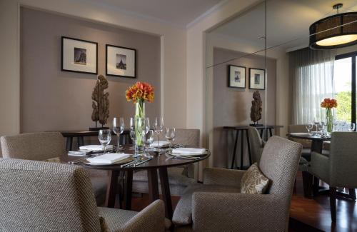 A restaurant or other place to eat at Anantara Riverside Bangkok Resort - SHA Certified