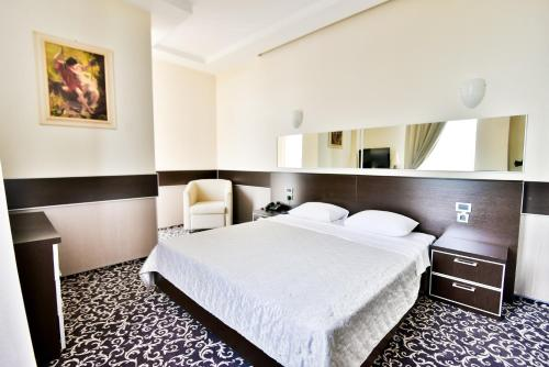 A bed or beds in a room at Terra Nova Sport&Spa Hotel