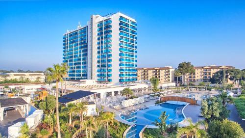Utsikt över poolen vid Tonga Tower Design Hotel & Suites eller i närheten