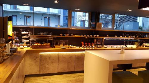 A restaurant or other place to eat at ibis budget Hamburg St Pauli Messe
